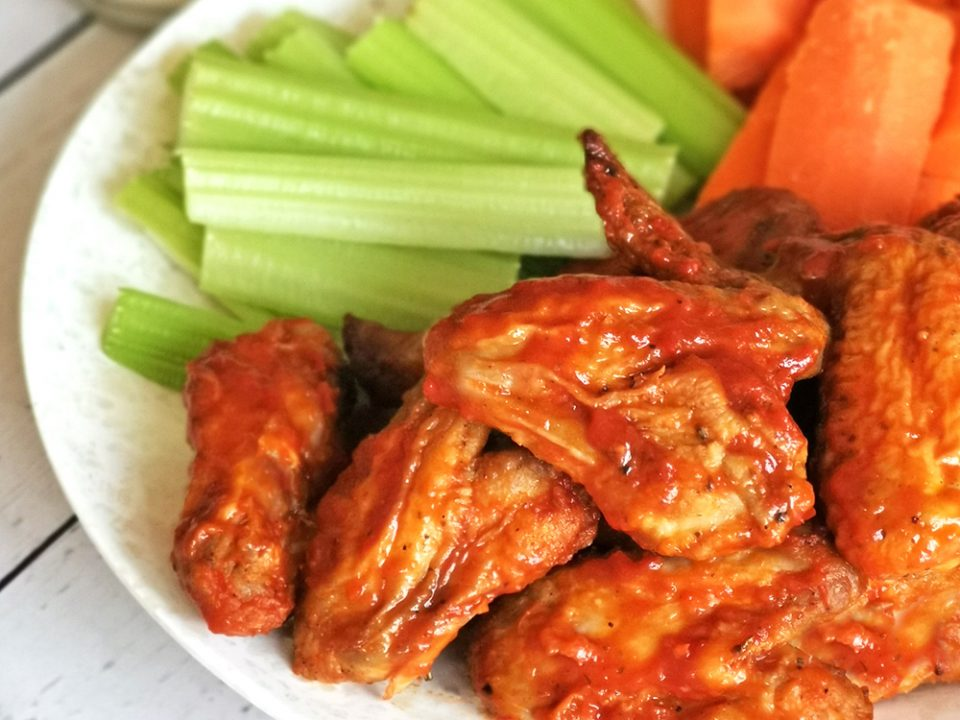Baked buffalo wings with vegetables
